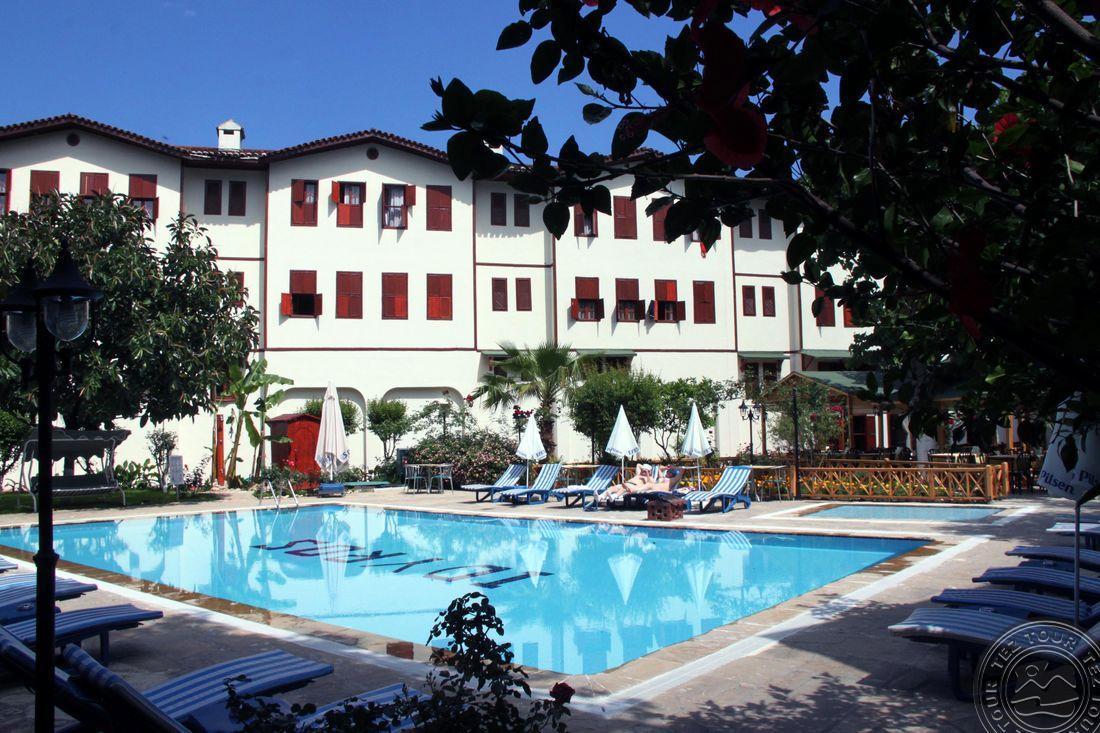 IDYROS HOTEL 3 *