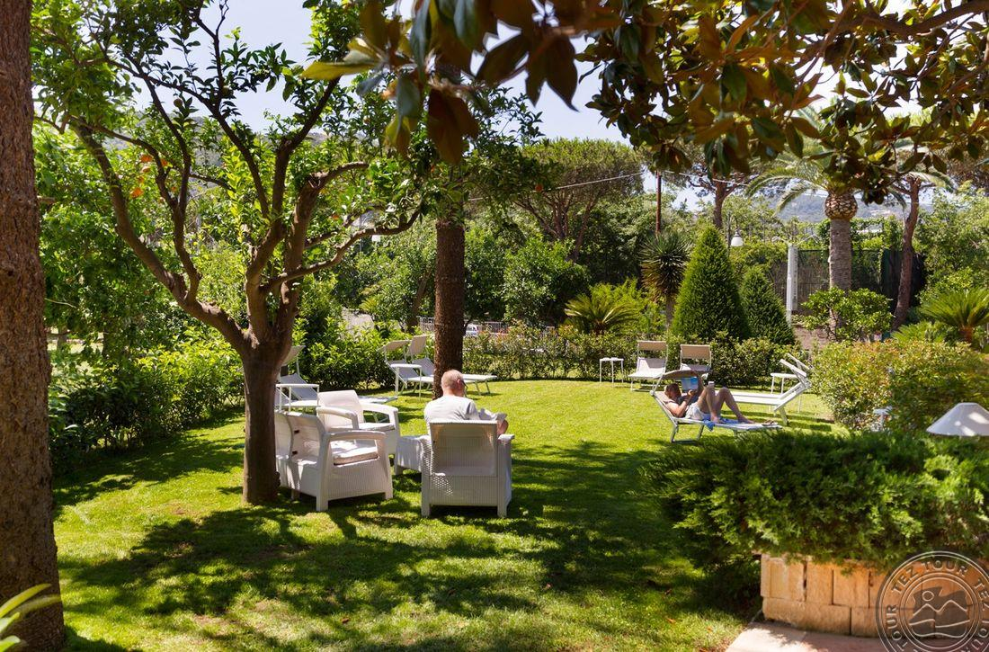 ALPHA (SANT`AGNELLO) - Сорренто, Италия